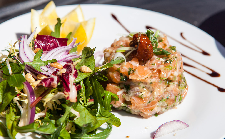 Tartare de saumon au restaurant Havana Plage
